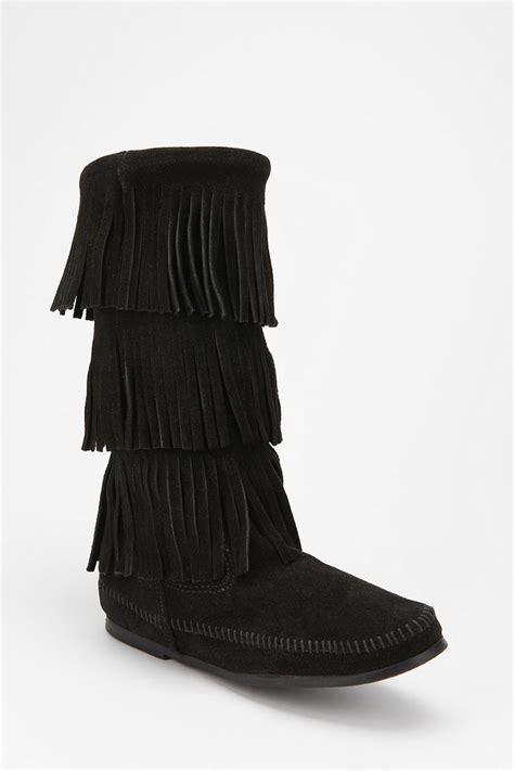 minnetonka fringe boot in black lyst