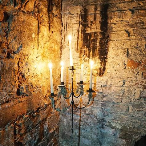 edinburgh historic underground mercat tours mercat ghostly underground tour edinburgh vaults mint