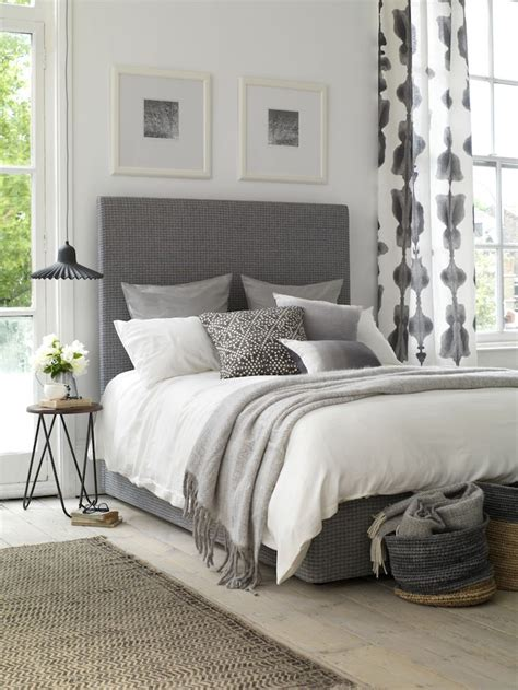 simple ways  decorate  bedroom effortlessly chic decoholic