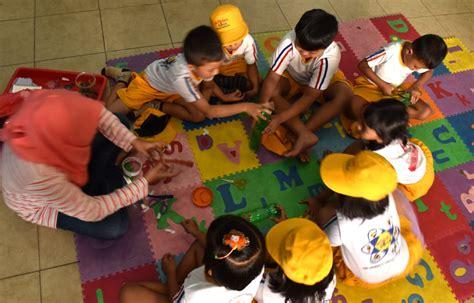 keluarga fondasi utama membangun masa depan anak wartabromo
