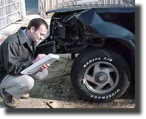 Auto Damage Adjuster by Insurance Company Auto Insurance Appraiser