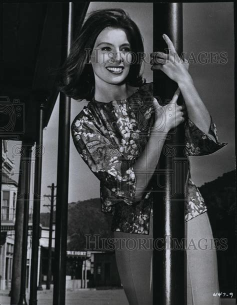1961 press photo actress jacqueline beer on quot 77 sunset