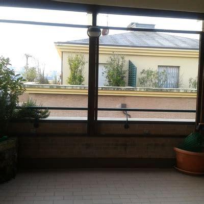 chiudere una terrazza chiudere una terrazza lateralmente con pannelli scorrevoli