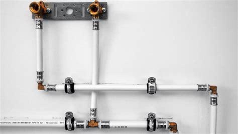 Wasserleitung Aus Kunststoff by Wasserleitung Aus Kunststoff Verlegen Der Hof Ist Eine