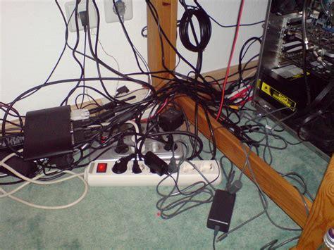 Kabel Unterm Schreibtisch Verstecken by Sammelthread Externe Kabel Richtig Ordnen Verstecken