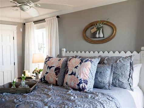 get on fixer upper joanna gaines fixer upper style recreate her bedroom