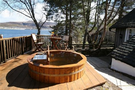 ullapool loch broom cottage with tub in the scottish