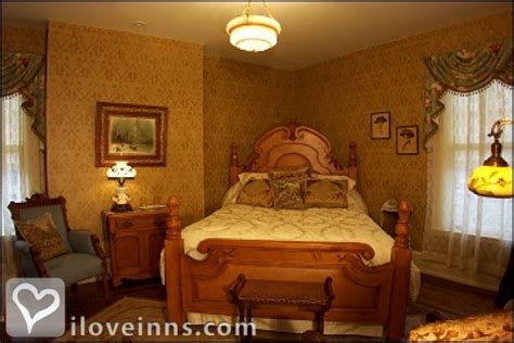 traverse city bed and breakfast antiquities wellington inn in traverse city michigan