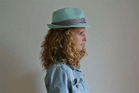 how to wear a hat with curly hair justcurly