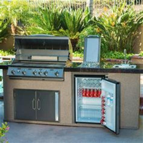 urban islands 4 burner 6 outdoor kitchen island by bull backyard makeover on pinterest beach entry pool raised