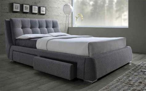 Formidable Modele Chambre A Coucher #3: 0-jolie-lit-adulte-pas-cher-lit-double-chambre-parentale-parquet-gris-mur-gris.jpg