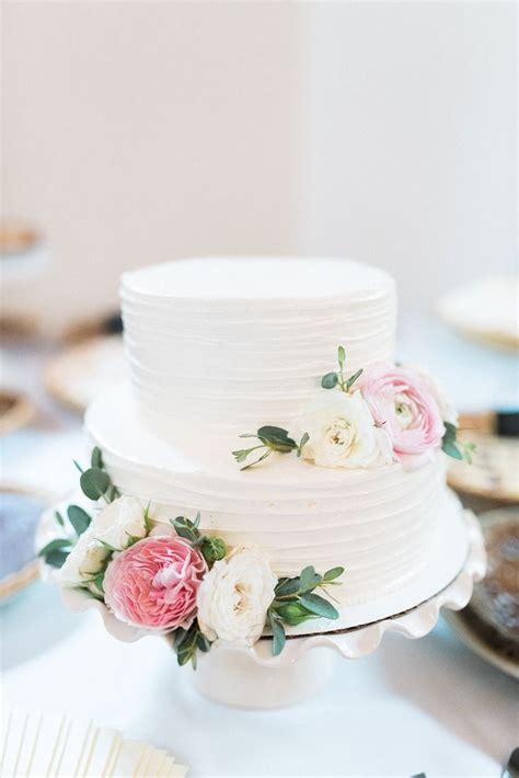 how to make a two tier wedding cake 25 best ideas about 2 tier wedding cakes on