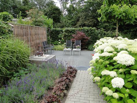 grote betonnen bollen tuin tuin stijlen