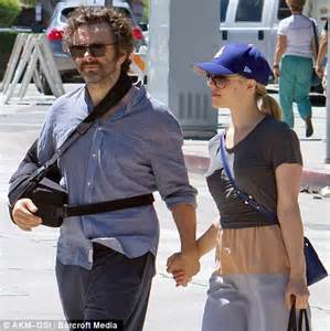 Rachel Mcadams Comforts Boyfriend Michael Sheen Who S Sheen Right Arm