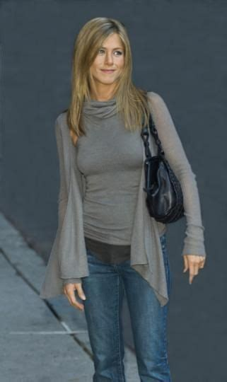 Get Look Anistons Etro Wrap by Jenifer Aniston Looks Cerca Amb Moda