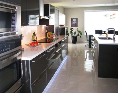 glass mirrors and glossy laminates up the posh contemporary kitchen high gloss laminate caesarstone