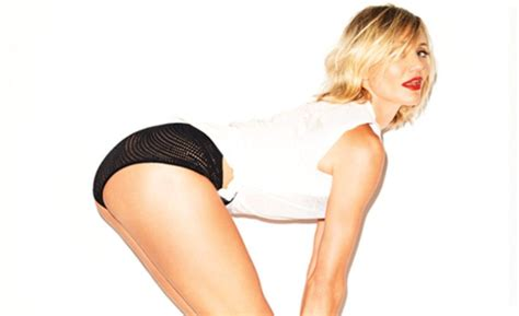 Cameron Diaz Turns Flashes Her Boobs Booty For British Esquire Drjays Com Live Fashion