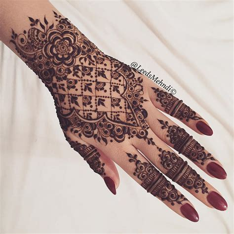 henna tattoo ink henna me pretty nuriyah o martinez detail henna
