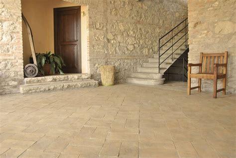mattonelle per terrazzi esterni prezzi piastrelle per esterni rivestimenti rivestimenti per