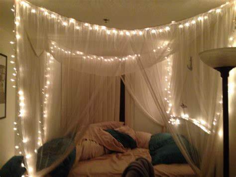 twinkle lights in canopy bed make this place your home