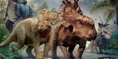 film disney dinosauri tutti a spasso con i dinosauri nel nuovo trailer del film