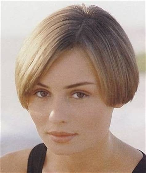 short bob haircut above the ear short bob exposing just a hint of earlobe hair salon