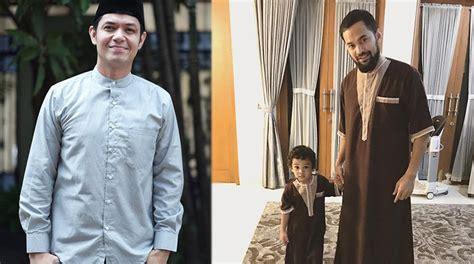 En Kemeja Dian Black stylish namun syar i ini beda gaya suami shireen sungkar