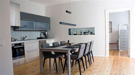 lange schmale räume optisch verbreitern wohnzimmer in braun wei 223 grau einrichten