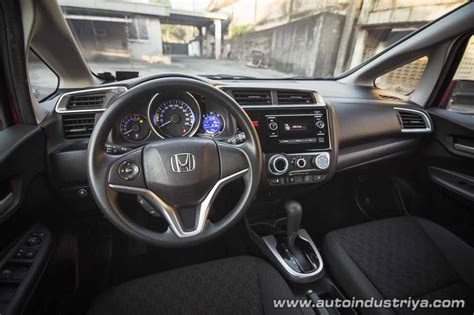 New Honda Jazz 1 5 Rs Cvt 2016 2016 honda jazz 1 5 v cvt car reviews