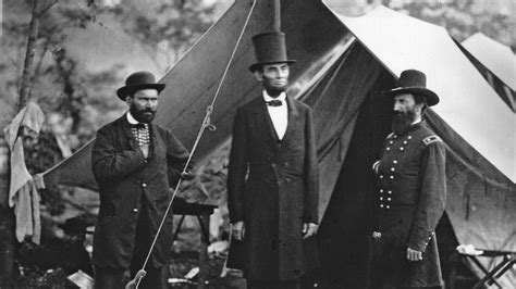 why did abraham lincoln wear a hat reference