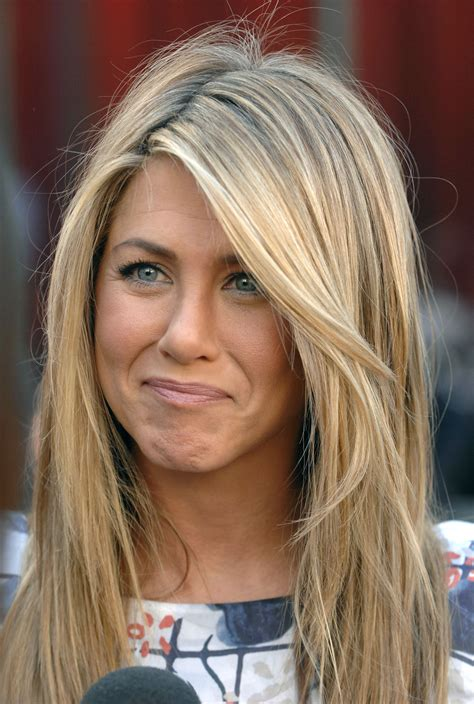jennifer aniston natural hair color always love her hair jennifer aniston hairstyles and