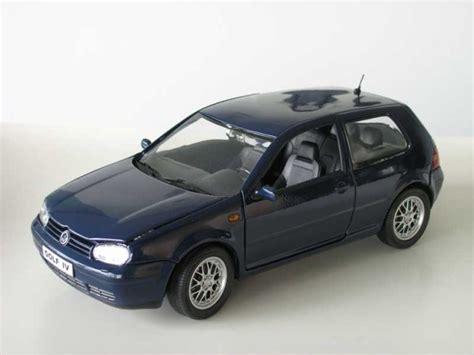 Golf Auto Modelle by Modellbau Klar De Revell Vw Golf Iv Gti Blau 1 18