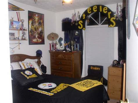 pittsburgh steelers bedroom p1010514 jpg 600 215 449 pixels pittsburgh steelers bedroom decor pinterest bedrooms