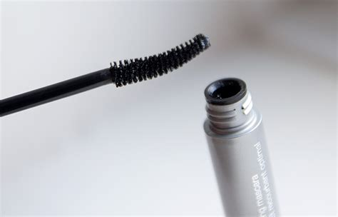 Clinique High Impact Curling Mascara a makeup lipglossiping 187 archive