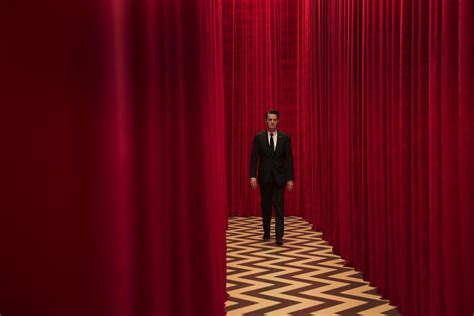 david lynch red curtains question club should the new season of twin peaks even be