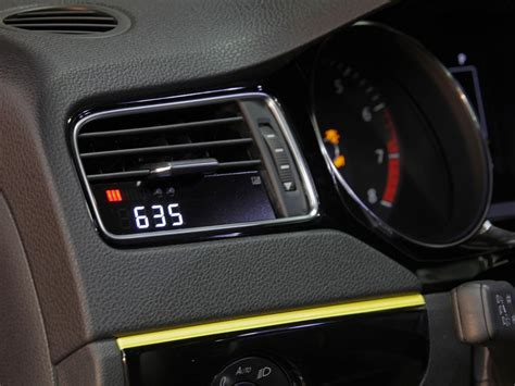 volkswagen jetta gli momo edition   sedan de alto calibre autocosmoscom