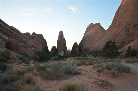 Devils Garden Trail by File Devils Garden Trail Arches Np Ut 9759928736 Jpg