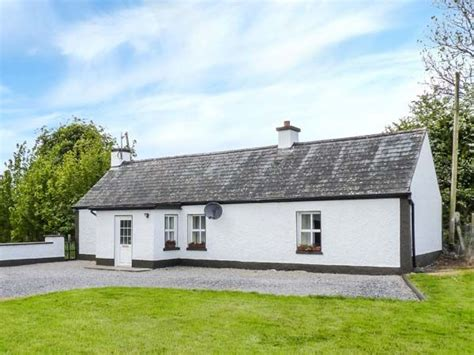 cottages in ireland with tub johnny s cottage castledaly county westmeath athlone self catering cottage