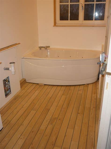 parquet pour salle de bain en robinier parquet pour salle