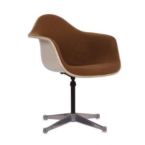 eames fiberglass armchair vintage eames fiberglass armchair ajustable ztijl soapp