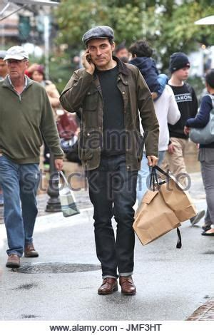 rufus sewell holiday rufus sewell englis actor rufus sewell shops at the grove