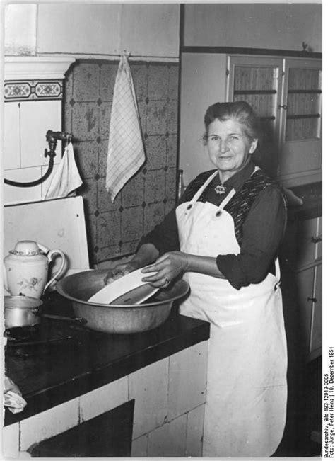 washing dishes in the bathtub dishwashing wikipedia