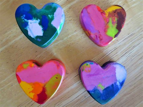 crayon hearts melted crayon with an interesting tutorial