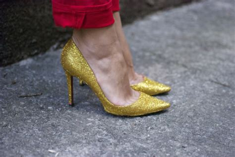 diy gold glitter shoes diy glitter pumps theglitterguide