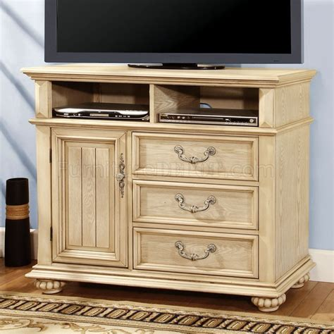 CM7810 Waldenburg TV Stand in Antique Style White