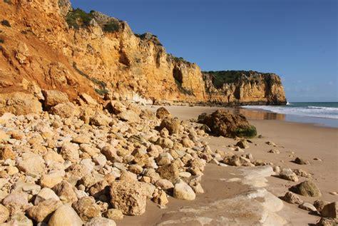 Weather Algarve in February: Temperature & Climate