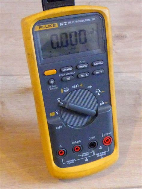 Fluke 87v Digital Multimeter fluke 87v true rms digital multimeter with carry manuals probes ebay