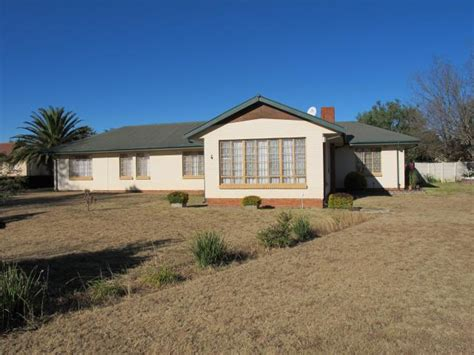 House For Sale 4 Bedroom by Standard Bank Easysell 4 Bedroom House For Sale For Sale