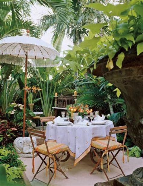 Outdoor Tropical Decor by Best 25 Tropical Outdoor Decor Ideas On