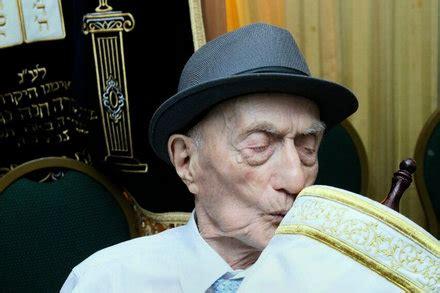 by dan bilefsky world s oldest man after century wait celebrates bar